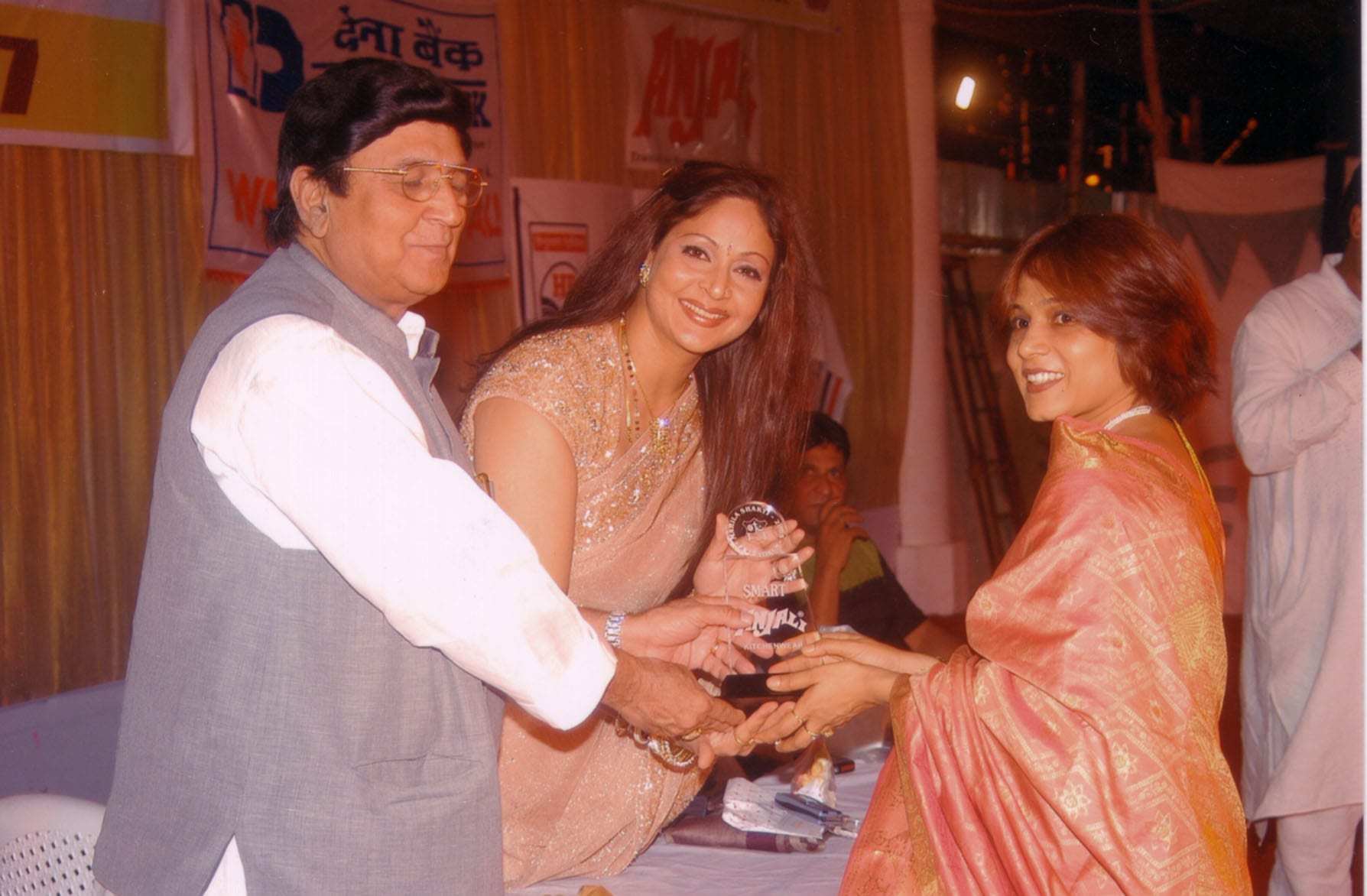 Dr. Jaishree receiving an award for being One Of The Earliest Cosmetic Dermatologists in Mumbai.